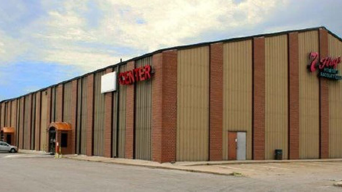 2100 Nw 100th St Clive Ia 50325 Mixed Use Property For Sale 7 Flags Event Center