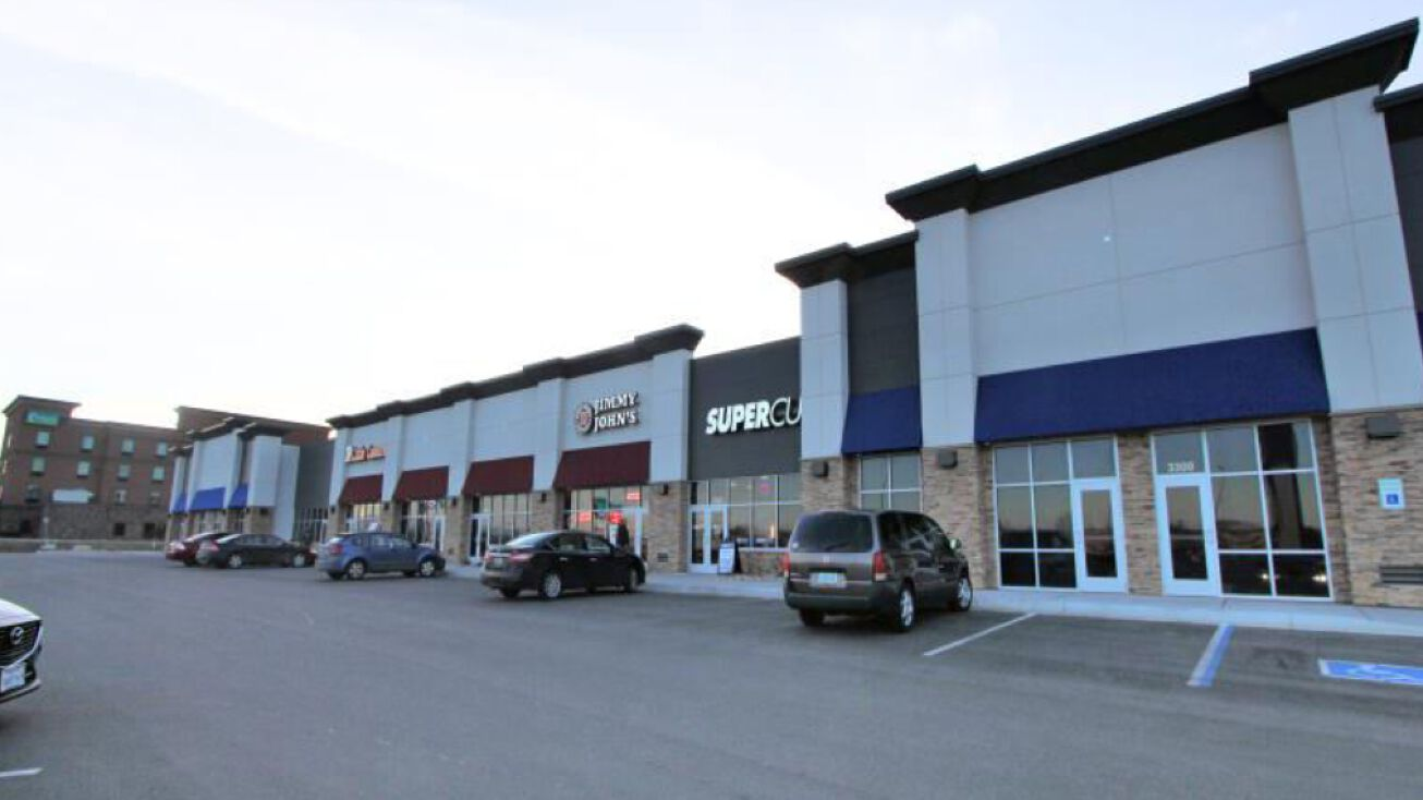 3306 S Broadway Minot Nd 58701 Retail Space For Lease Southside Plaza